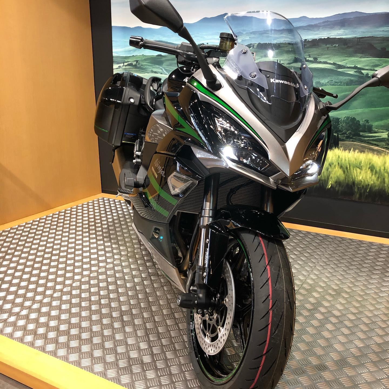 無事ninja1000sxを納車しました!大型二輪免許を取るのに教習所に行くなど思い出深い一台になったので末永くいい思い出をこの子と作っていきたいです#ninja1000sx #ninja1000 #バイク好きと繋がりたい