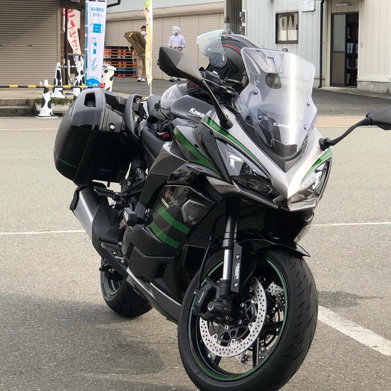 今朝はやくからninja1000sxに外装慣らしが突然やってきましたが挫けず修復して美山までやってきました離れてれば気づかないレベルまでなんとかできたかな?#ninja1000 #ninja1000sx #美山かやぶきの里 #バイクのある生活 #外装ならし完了 #ソロツーリング