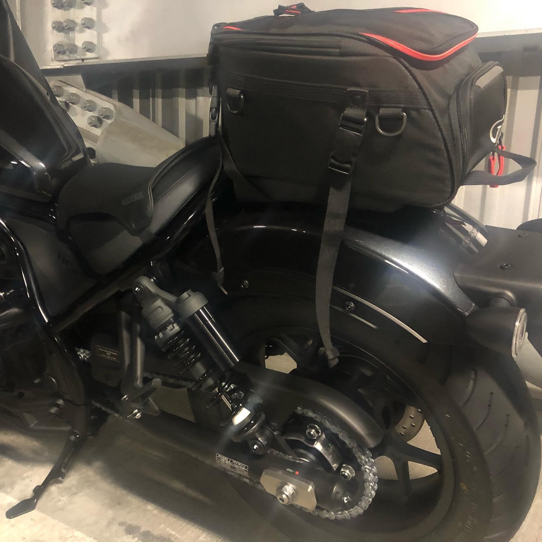 レブル1100のサイドバッグがまだ納品されないのでレブル250とかZX25Rで使ってたシートバッグを取り付けてみた